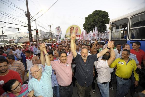 ARMANDO MONTEIRO, CANDIDATO AO GOVERNO DE PE PELA COLIGACAO ¨PE