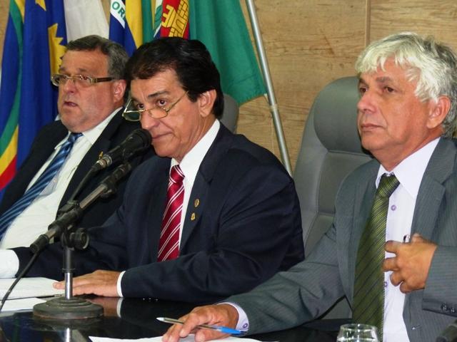 Presidente Leonardo e mesa dirigente