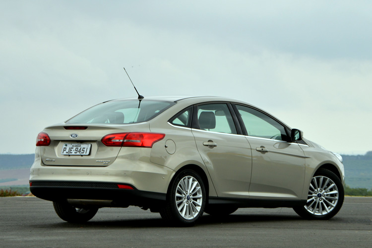 Ford Focus Fastback-8