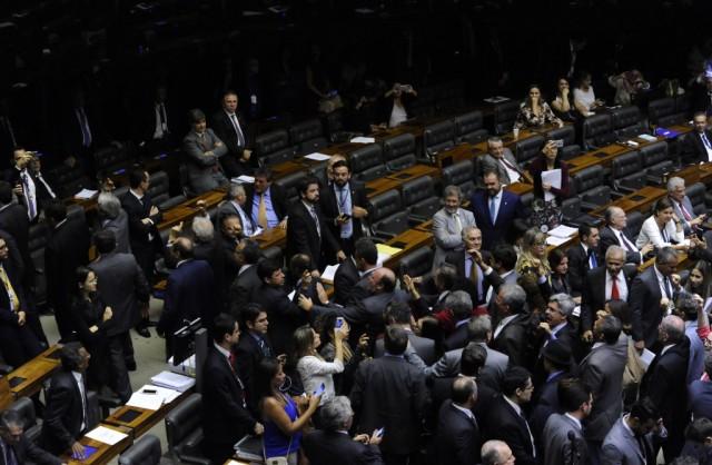 plenario-camara-oposição-dividida-luis-macedo-agcamara-1024x670