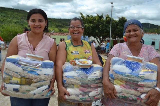 Famílias de Arcoverde são assistidas pela LBV