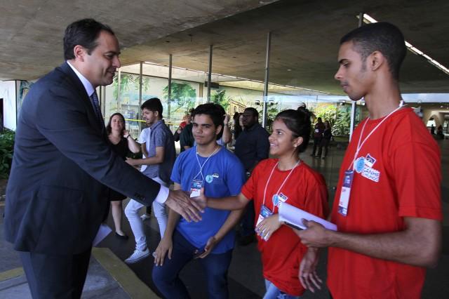Governador Paulo Câmara durante reunião de pré-embarque do Programa Ganhe o Mundo01